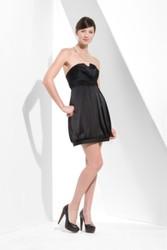 Платье BCBG MaxAzria,  чёрный атлас,  декольте