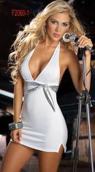 Белое короткое платье с серебристым поясом