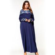 Длинное темно-синее комбинированное платье с оборками