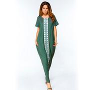 Длинное платье виридианового цвета с вертикальным узором