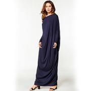 Свободное длинное платье темно-синего цвета с длинными рукавами
